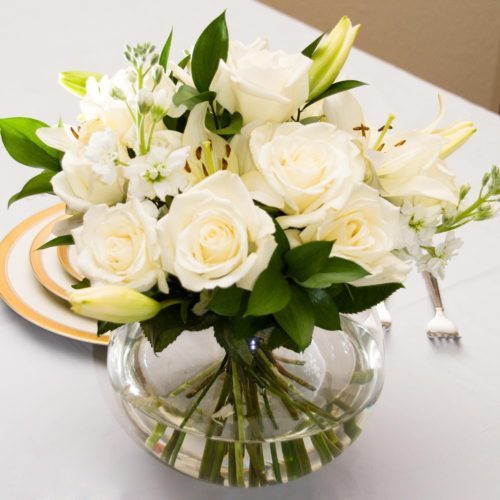 white flower table centerpiece