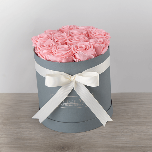 pink-preserved-roses-round-box