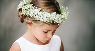 flowergirl-with-babys-breath-crown
