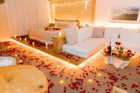 romantic-rose-petals-decoration