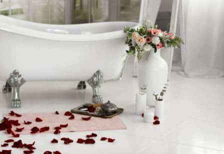 rose-petal-bathtub-decoration