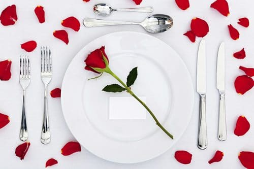 rose-petal-table-decoration